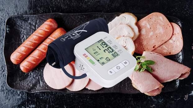 Гипертония: от каких продуктов стоит отказаться людям с высоким кровяным давлением