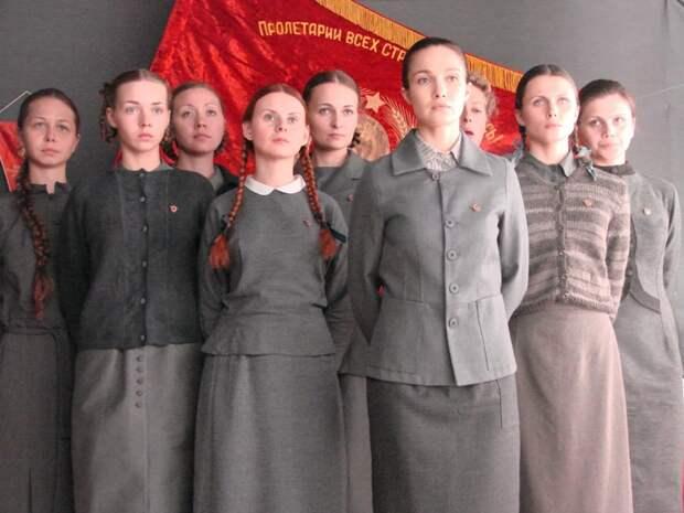 Эпоха СССР была очень противоречивой и неоднозначной по отношению к такому явлению, как мода. манекеншицы, модели, советский союз