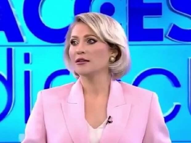 Голая женщина едва не убила телеведущую в прямом эфире