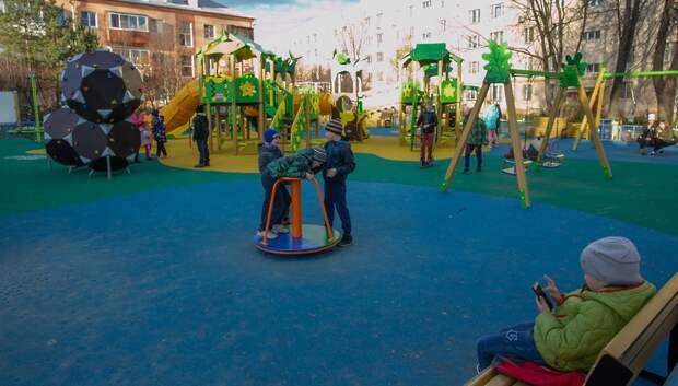 75 детских и спортивных площадок установили в Подольске в 2019 году