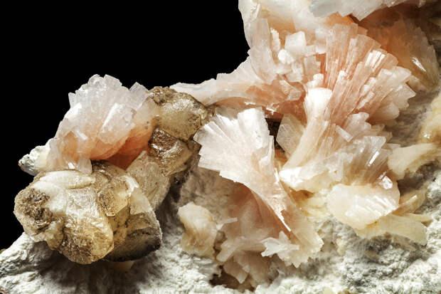 C0475105-Heulandite_crystal.jpg