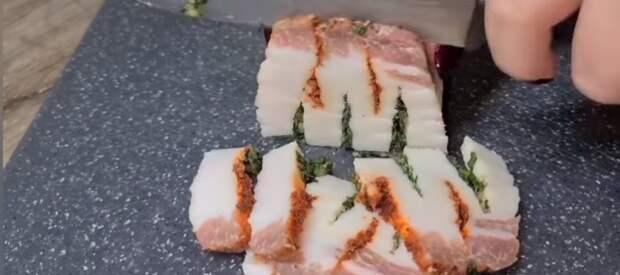 Вы удивитесь, как это вкусно. Гости обожают закуску «Сало на подушке»