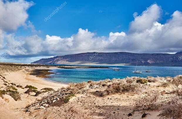 http://st2.depositphotos.com/4425337/6506/i/950/depositphotos_65063763-stock-photo-view-over-the-beach-on.jpg