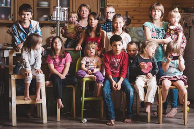 Такие выгодные приемные дети: как зарабатывают «многомамы»