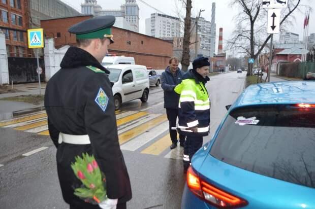 Сотрудники ОГИБДД УВД по САО поздравили женщин-водителей