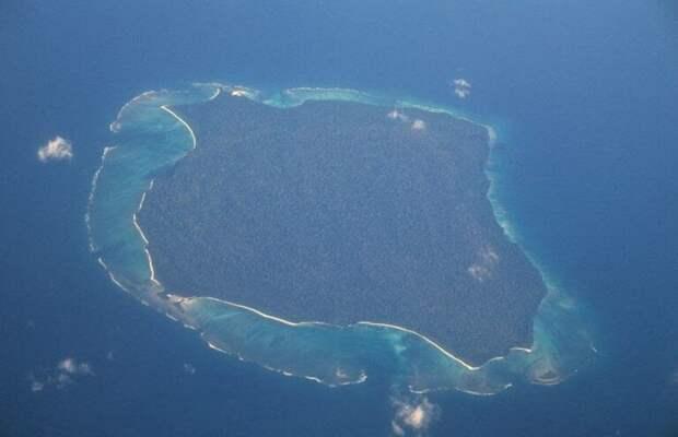 Как в XXI веке живёт племя на острове посреди океана? Никто не знает, ведь туда невозможно попасть!