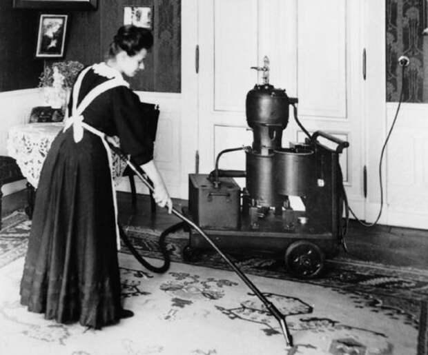 Один из первых пылесосов для дома, работающий на электричестве