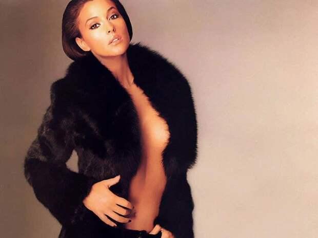 Молодая Моника, облаченная в меха актриса, знаменитости, кинодива, красота, моника беллуччи, самая сексуальная женщина, секс-символы, фото