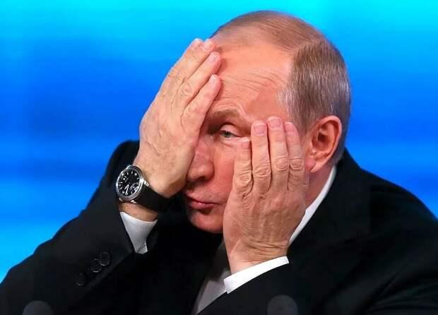 Владимиру Путину только что принесли письмо от экономистов