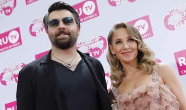 Чумаков иронично ответил на слухи о разводе с Ковальчук