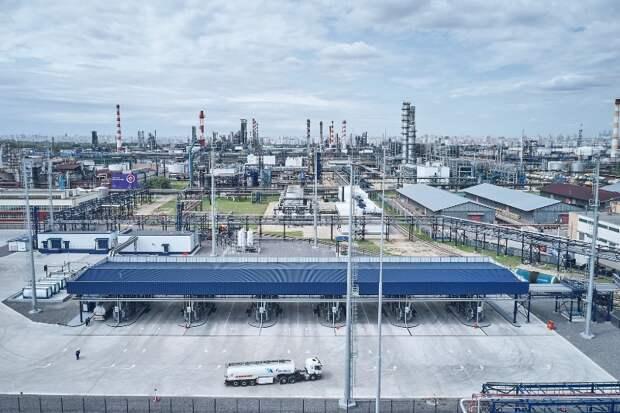«Газпром нефть» увеличит мощность системы отгрузки топлива и расширит сеть АЗС в столичном регионе
