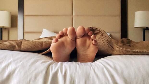 Кардиолог развеял популярный миф о вреде сна на левом боку