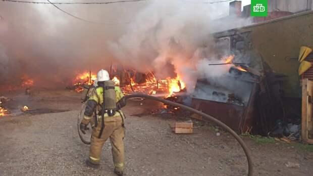 Пилорама и садовые дома загорелись в Екатеринбурге
