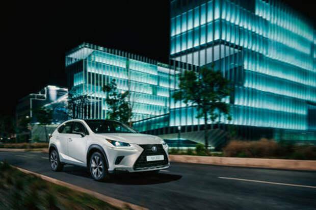 В России стартовал прием заказов на спецверсию кроссовера Lexus NX Black Vision