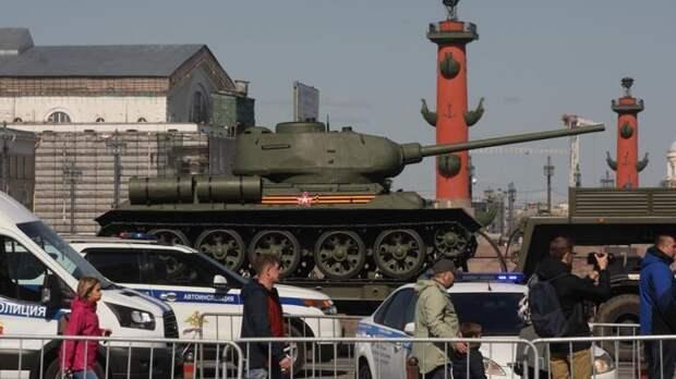 В городах России проходят репетиции предстоящих парадов Победы
