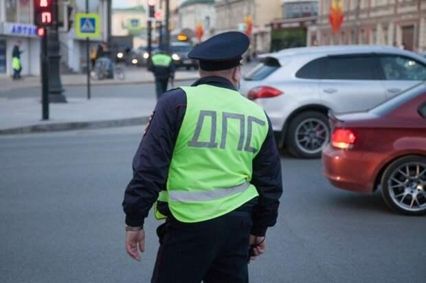 Инспектор ДПС в Евпатории попал под горячую руку нетрезвого пассажира авто