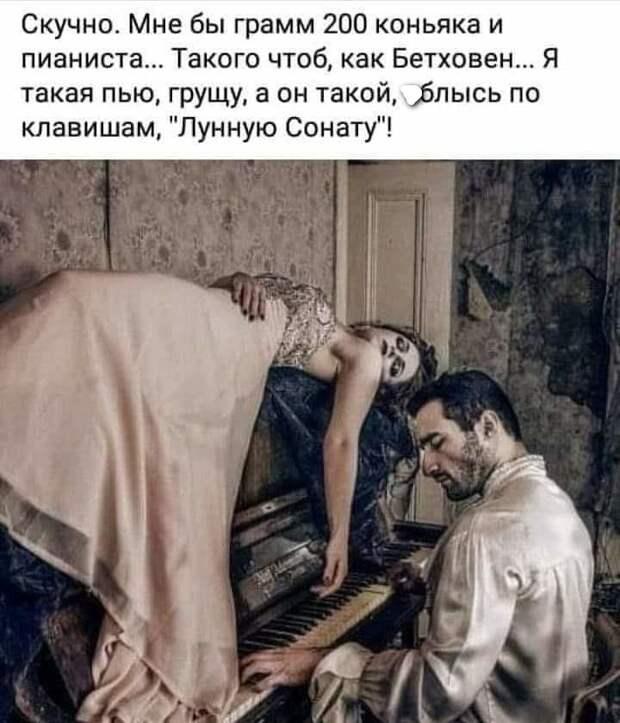 Одесса, Привоз. По рядам ходит мужчина с бумажкой...
