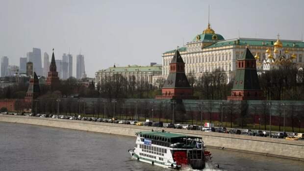 В Кремле назвали ситуацию вокруг дипломатов России в Чехии истерикой