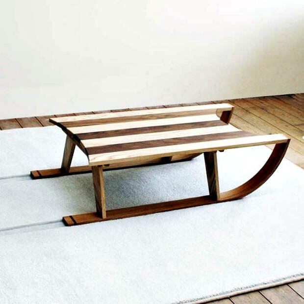 Комплект из оригинального кофейного столика и коврика.