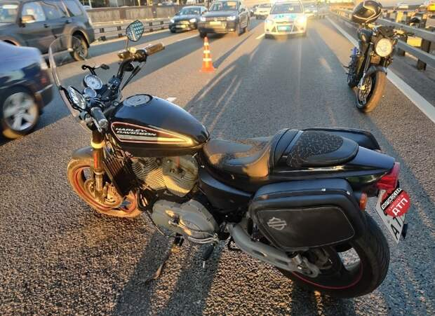 Неудачный маневр привел мотоциклиста с Ленинградки в больницу