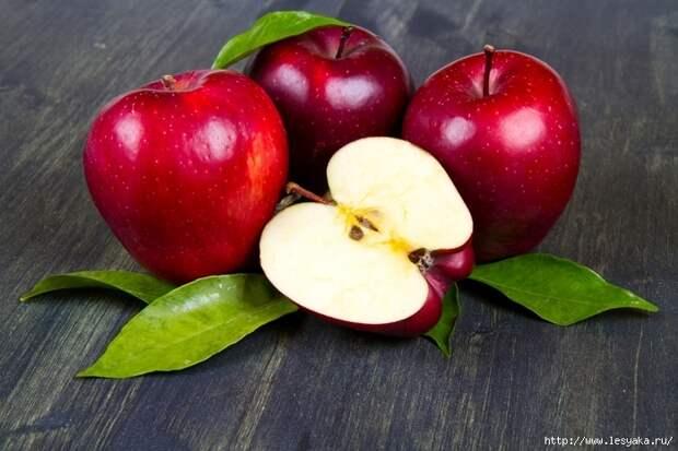 3925073_Apples_Red_Foliage_493120 (700x466, 265Kb)