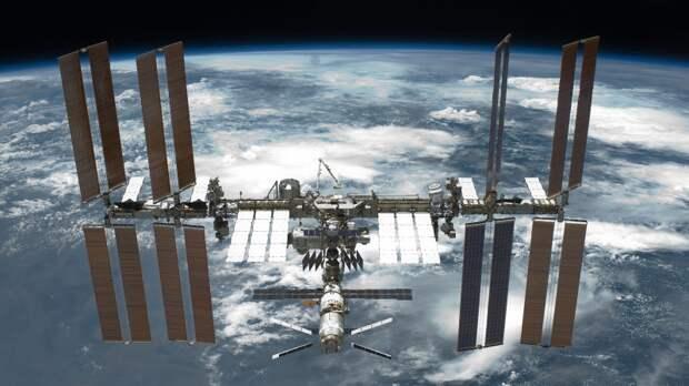 Космонавты Роскосмоса совместно с астронавтом NASA поздравили землян с 9 Мая