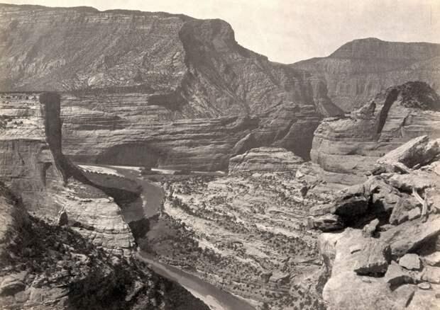 Стык Зеленого каньона и каньона Йампах в штате Юта. Снимок в 1872 года.