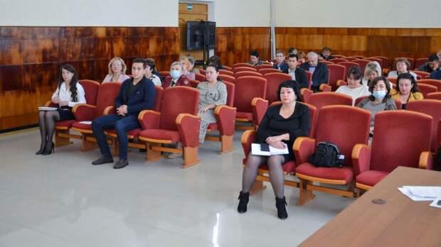 Глава администрации Черноморского района провел расширенное аппаратное совещание