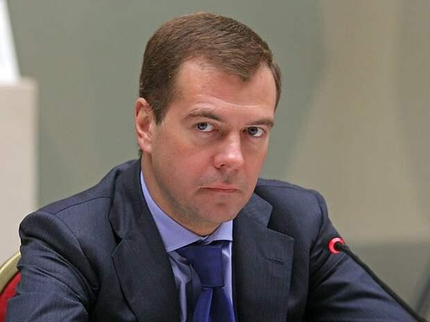 Дмитрий Медведев вновь заявил: «Денег нет!» Кто на этот раз положит зубы на полку?