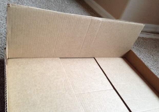 Шаг 4: поставьте одну из срезанных створок в коробку. Обрежьте всё, что превышает высоту стенок коробки (те самые 5-10 см).   когтеточка, конус, коробка, кот