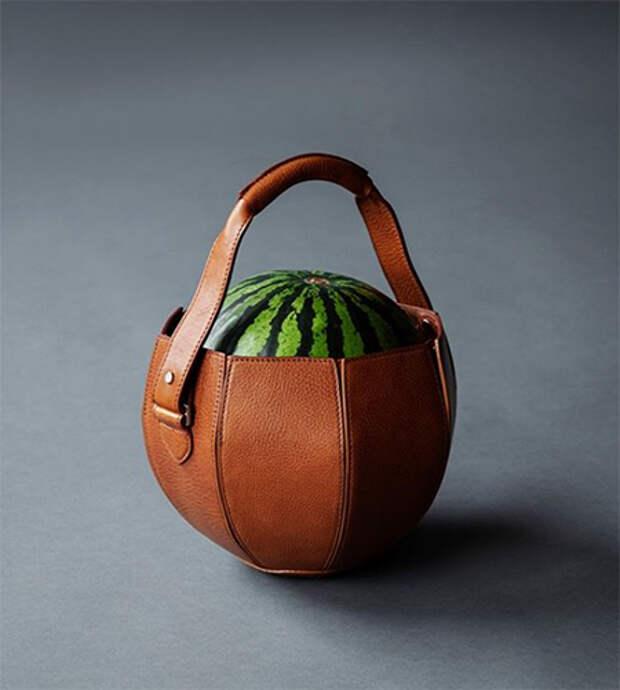 Кресло для родов, сумка для арбуза и прибор, передающий мысли растений: что еще Гвинет Пэлтроу предлагает дарить любимым на Новый год