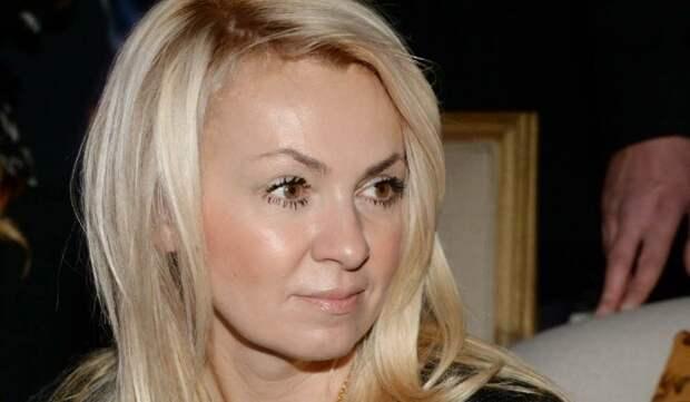 «Надо было раньше»: Готовую рожать дочь 46-летнюю Рудковскую довели до слез