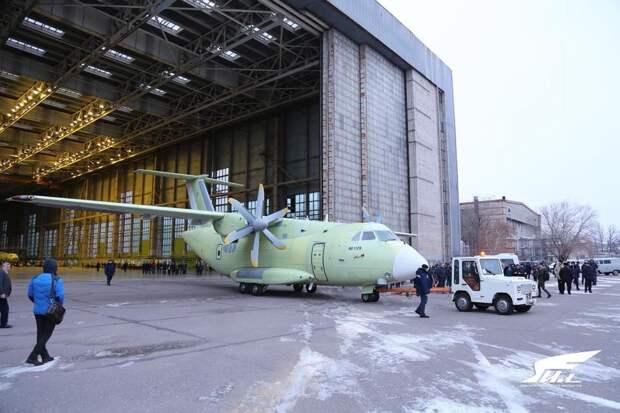 Выкатка из цеха окончательной сборки Ил-112В