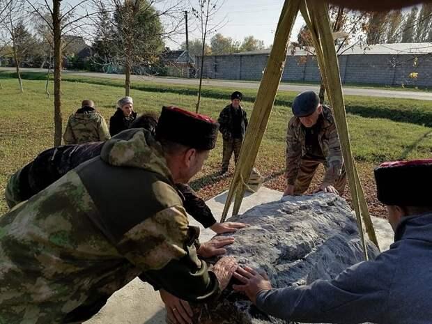 В Славянском районе казаки установили камень на месте будущего памятника