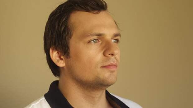 После инсульта актер Алексей Янин начал избавляться от паралича