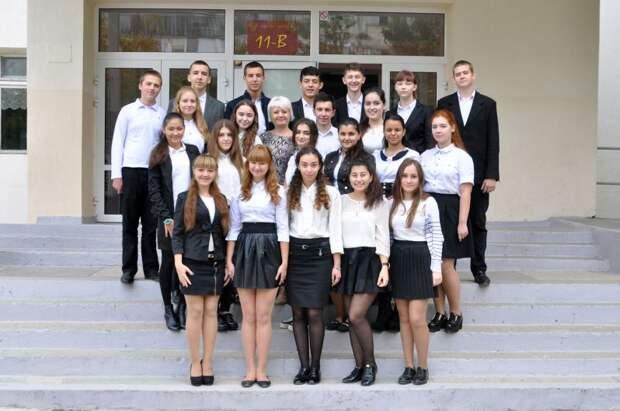 Но школьная форма никуда не делась, хотя уже не та... СССР, детская одежда, мода 80-90-х