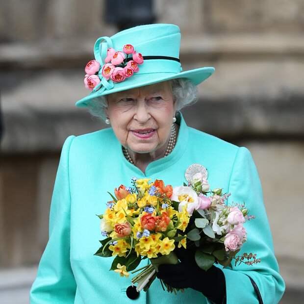 Елизавета II собралась отречься от трона в пользу сына Чарльза
