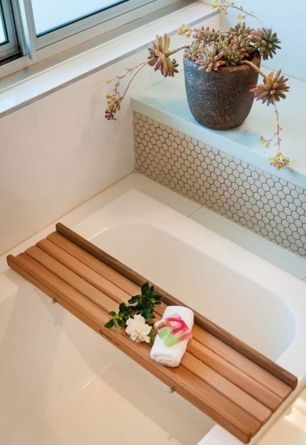 Простой поднос для ванны