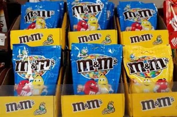 Crispy M&M's and Peanut M&M's made by Mars are seen on sale in a supermarket in London, Britain, April 19, 2018. REUTERS/Peter Cziborra