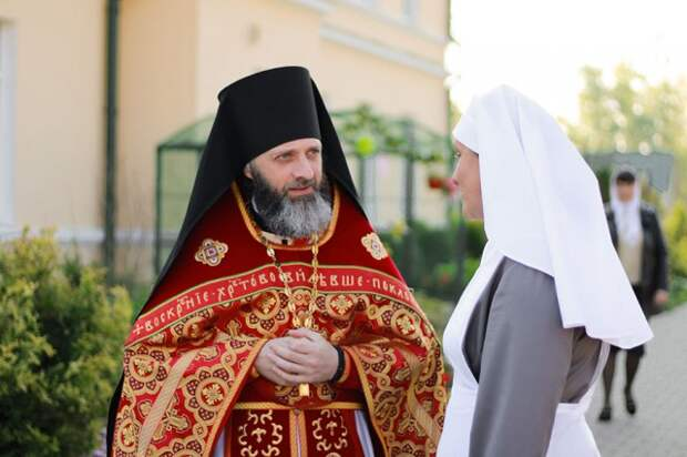 В престольный праздник женского монастыря г. Бобруйска епископ Серафим совершил праздничную Божественную литургию.