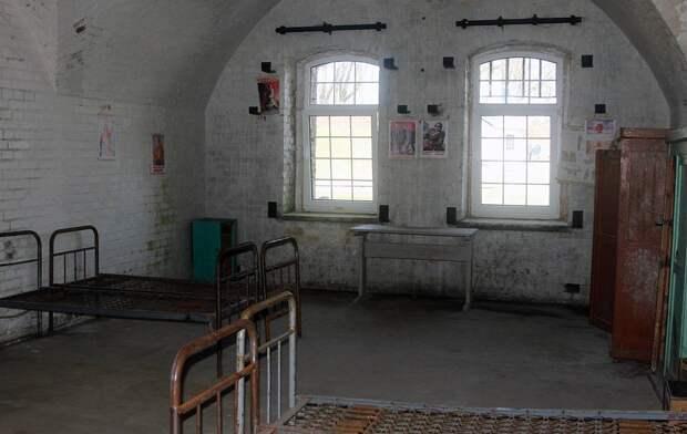 Одна из казарм форта, где до 1945 года жили солдаты и офицеры его гарнизона Александр Архипов/ТАСС