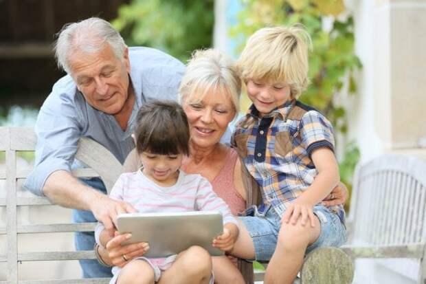 Детям нужны бабушки и дедушки больше, чем мы думаем