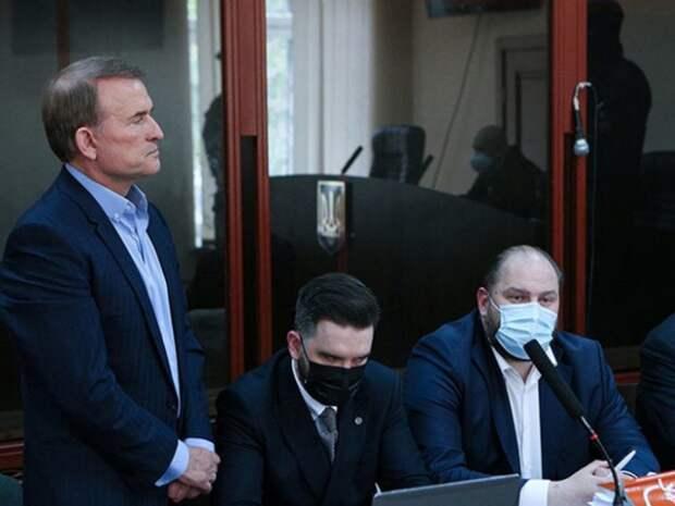 В Киеве обвиняемый в госизмене «кум Путина» Виктор Медведчук отправлен под домашний арест