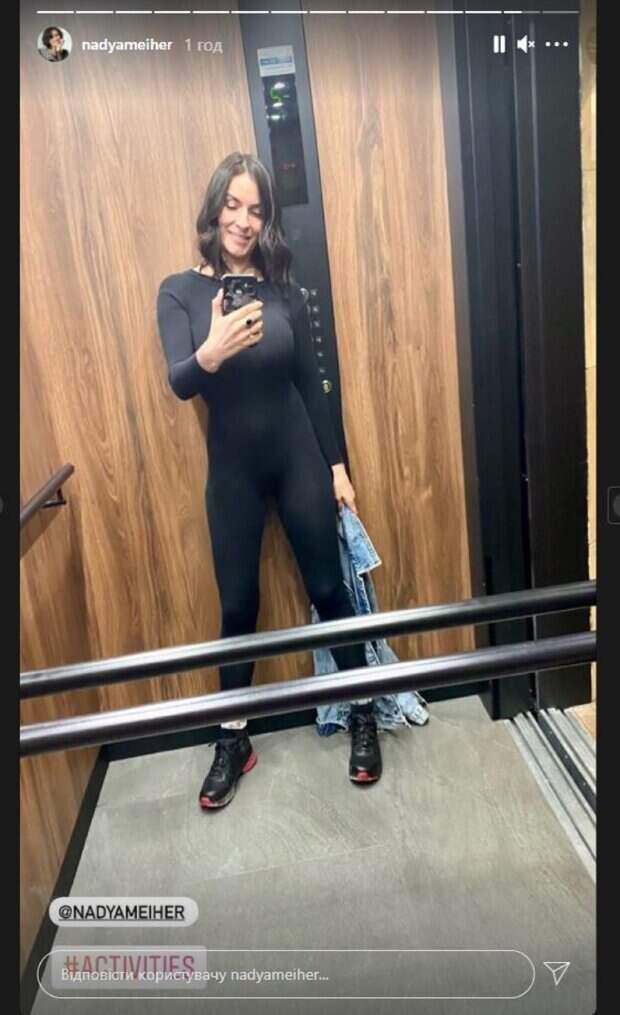Экс-ВИА Гра Мейхер в платье на тоненьких бретельках показала декольте с пикантного ракурса: фото