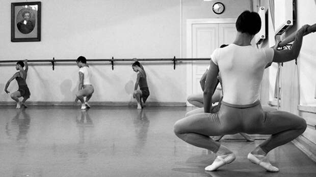 Танец дагестанских школьников в балетной пачке разделил пользователей в Сети