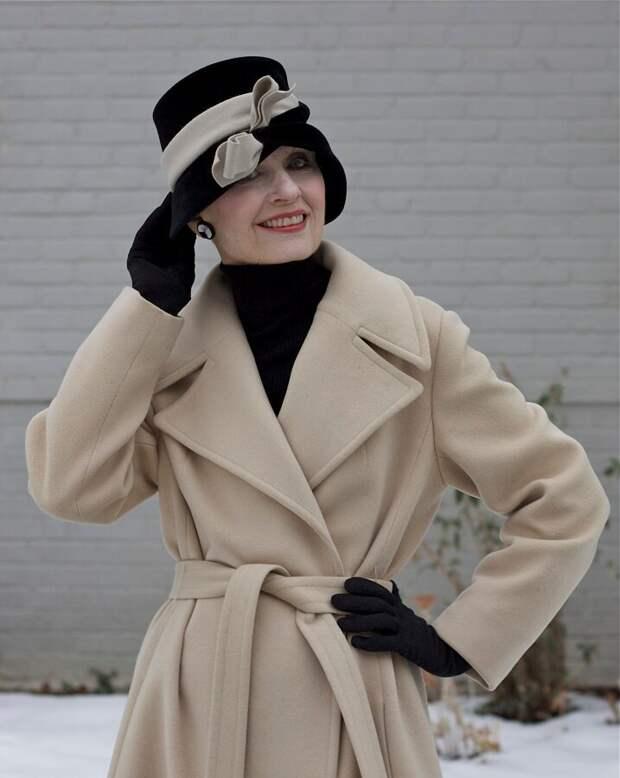 Шляпка и перчатки дополнят стильный образ
