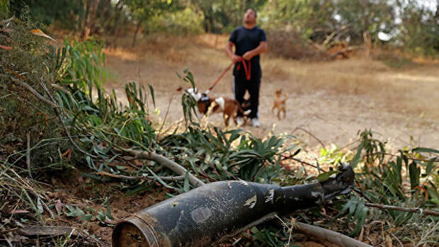 Снаряд, выпущенный из сектора Газа, в Ашкелоне, Израиль