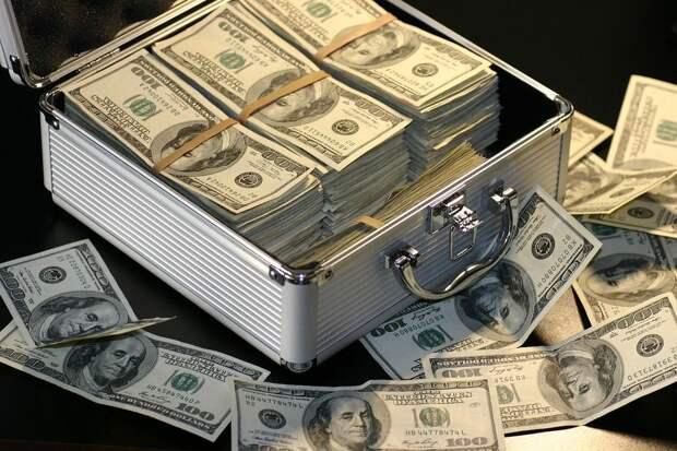 Россиянам посоветовали, что делать с долларами после решения ФНБ