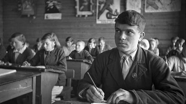Ученики и гимназисты: тест RT об истории русской школы