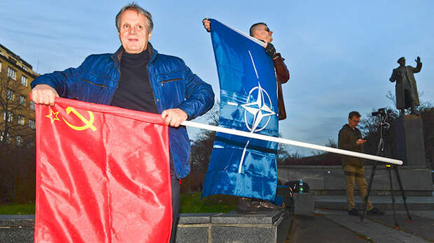 Пили бы американское. Как Россию в НАТО не приняли